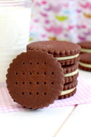 Foto de la receta de Galletas de chocolate rellenas estilo principe