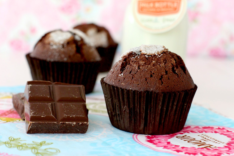 Foto de como hacer magdalenas de chocolate caseras - Receta de magdalenas tradicionales - Magdalenas esponjosas