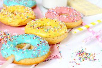 Receta de como hacer donuts en paletas - Foto de la receta de donuts al horno