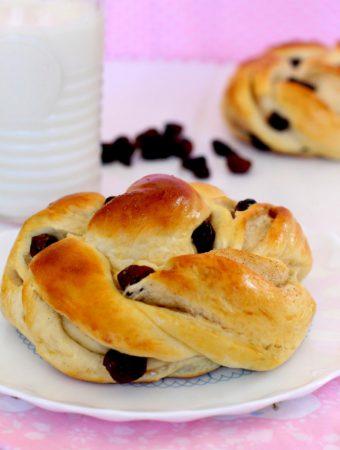 Foto de la receta de bollos suizos con arándanos