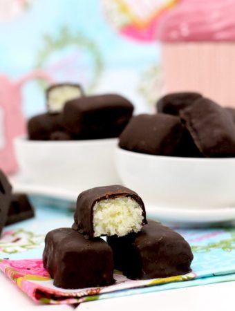 Foto de la Receta de Bountys caseros - Bombones de chocolate y coco