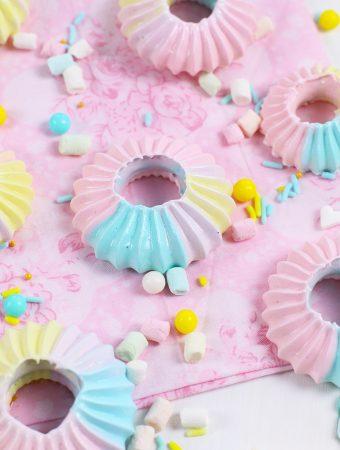 Trucos para conseguir un merengue denso y brillante para decorar tartas