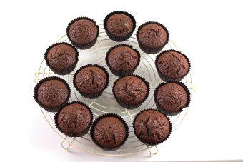 Receta de cupcakes de chocolate y fresa - como hacer cupcakes de chocolate fáciles