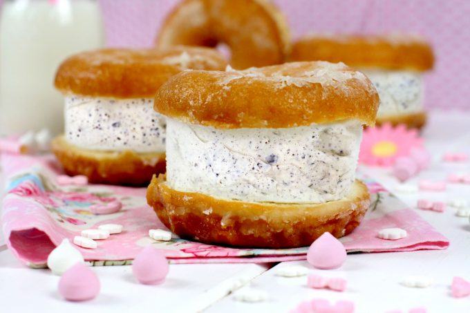 Cómo hacer sándwich helado de donuts y Stracciatella