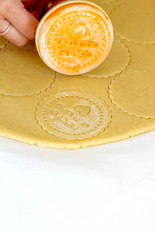 Foto de la Masa de galletas de mantequilla cortada y cuñada