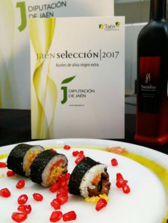 Foto del plato de Sushi con trucha de Cazorla elaborado con aceite de oliva virgen extra Tuccioliva por Patri de TicTacYummy y Raquel del Hotel El Curro de Burunchel en Cazorla.