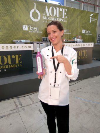 Foto de Lolita la pastelera con el aceite Bravoleum