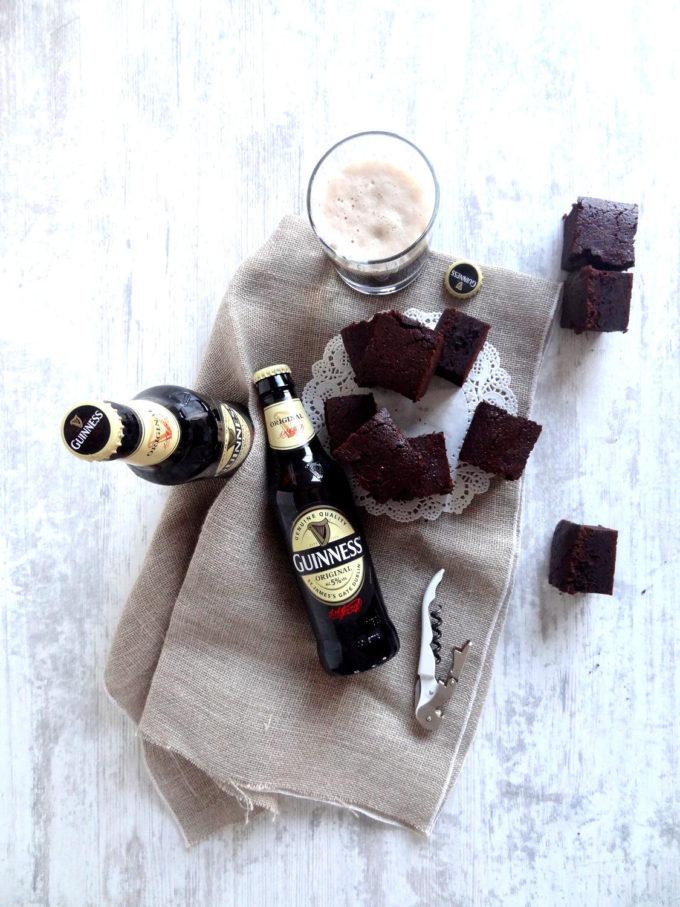 Foto de la receta de brownies de chocolate con cerveza guinness