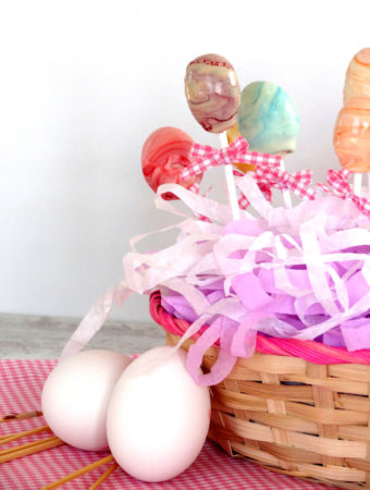 Foto de la receta de cake pops de naranja en forma de huevo de Pascua