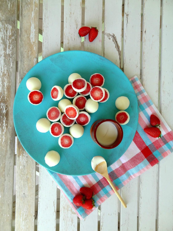 Foto de como hacer bombones helados de fresa y yogurt