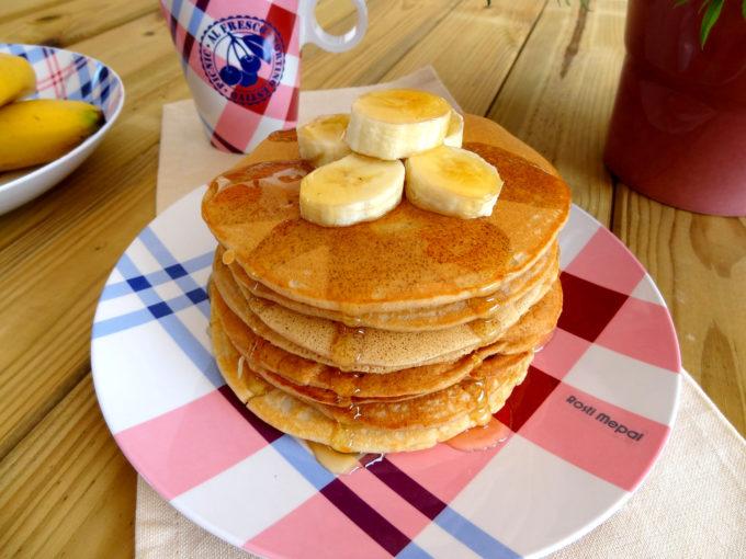Foto de la receta de pancakes americanos de plátano con miel