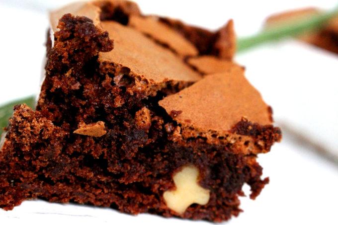 Foto de la receta de brownie de chocolate, moca y nueces