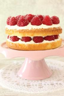 Foto de la receta de tarta genovesa de frambuesas