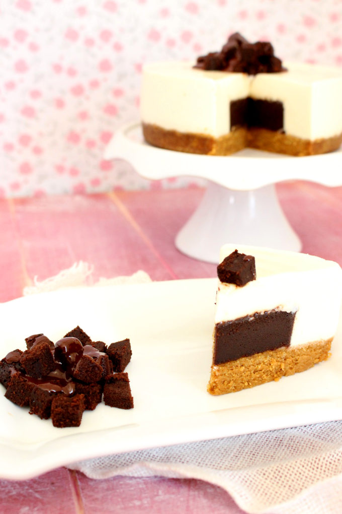 Foto de la receta de tarta de queso rellena de brownie Guinness