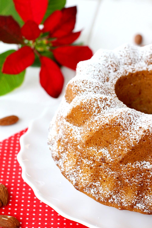 Bundt cake de turrón blando (Jijona) -- Recetas fáciles para navidad