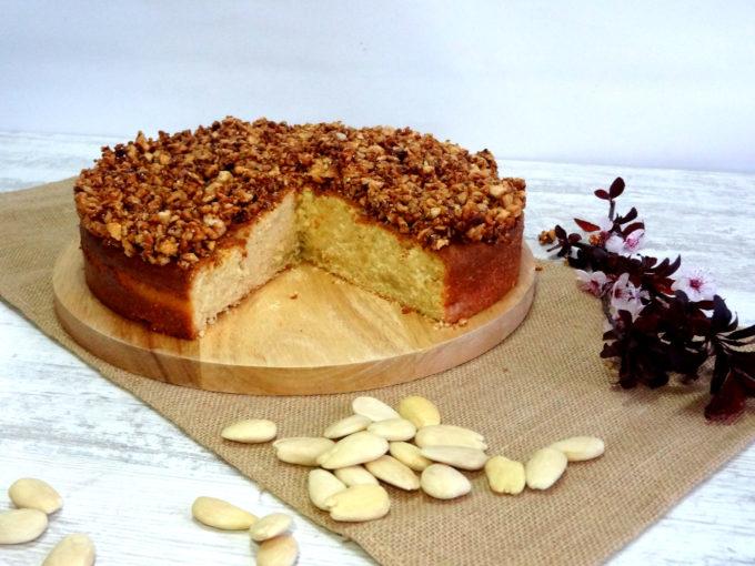 Foto de la receta de bizcocho de nata con crocanti de almendra