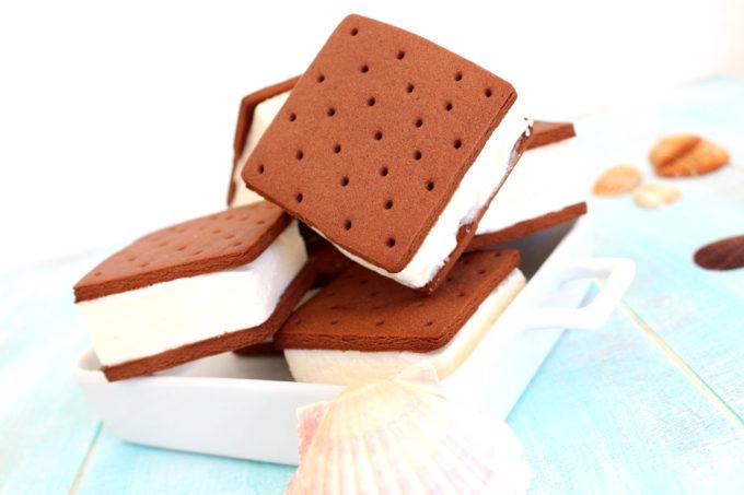 Foto de la receta de helado sandwich de nata y chocolate