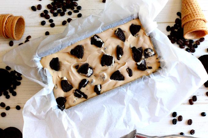 Foto de la receta de helado de café y galletas Oreo sin heladera