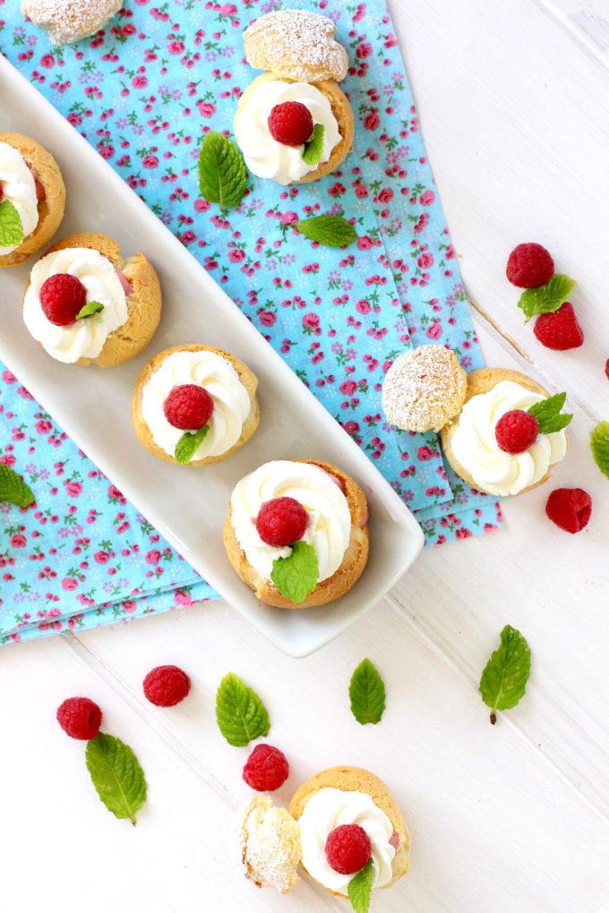 Foto de la receta de profiteroles de frambuesas y nata