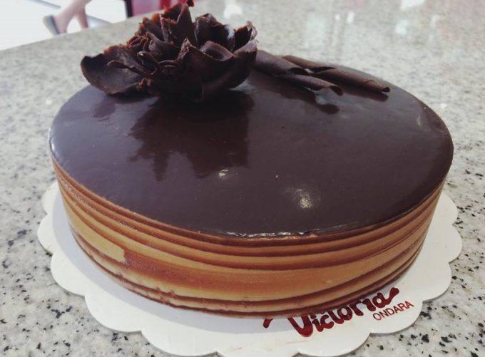 Foto de la tarta de madera de la pastelería Victoria Ondara