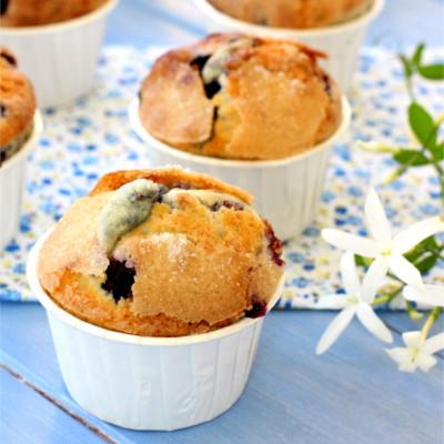 Foto de la receta de magdalenas de nata con arándanos