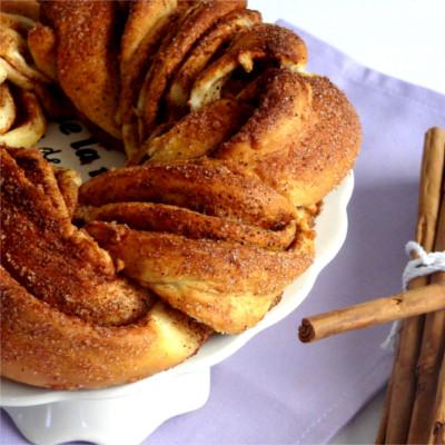 Foto de la receta de rosca trenzada de canela y azúcar